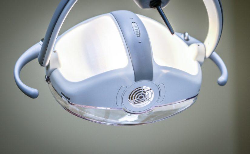 Mocne i zdrowe zęby bez próchnicy – zadbaj o nie już teraz. Próchnica i ból zębów – leczenie oraz profilaktyka